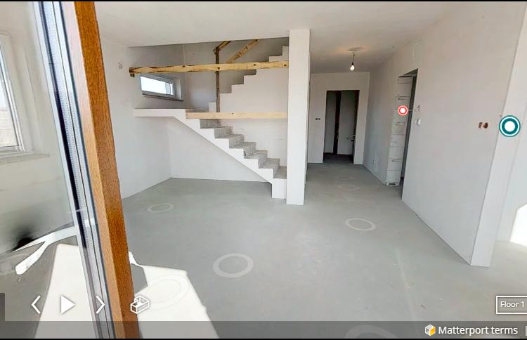 Spacer 3D po gotowym budynku jednorodzinnym z poddaszem.